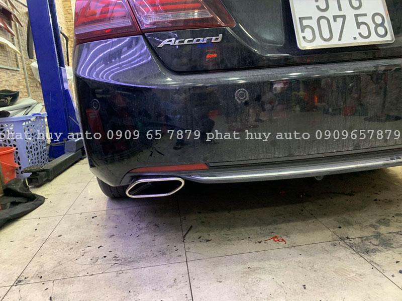 Độ pô Honda Accord mẫu pô vuông xéo